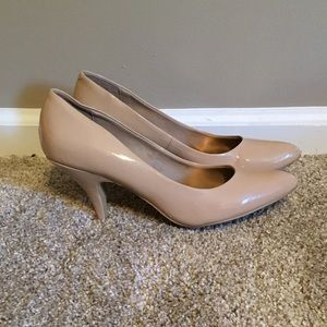 Kenneth Cole Reaction Nude Pumps